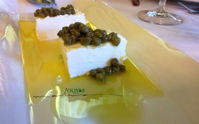 Queso fresco de cabra, alcaparras y AOVE (Aceite de Oliva Virgen Extra) de Arbequina